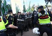 Střety mezi neonacisty, jejich odpůrci a policií v Göteborgu na jihu Švédska