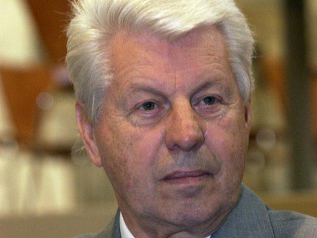 Ve věku 79 let dnes zemřel polistopadový ministr školství v české vládě Petr Vopěnka. Patřil k významným českým matematikům.