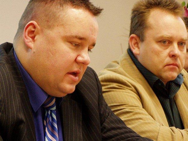 ÚSPĚCH POLICIE. Šéf ostravských kriminalistů Radovan Vojta (vlevo) a vedoucí oddělení násilné trestné činnosti Radima Bena informovali o dopadení poštovního lupiče.