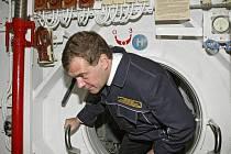 Medveděv si důkladně prohlédl ponorku, vyrobenou v roce 1978.