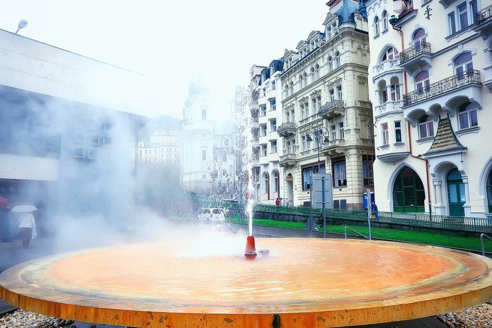 Karlovy Vary, jedno z horkých zřídel minerálních pramenů