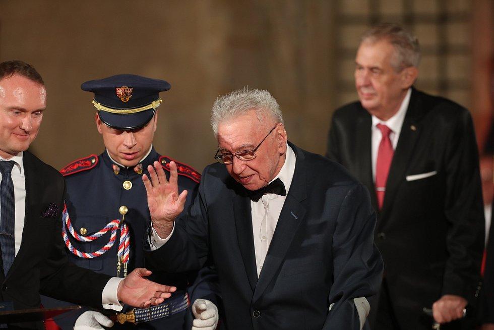 Předávání státních vyznamenání na Pražském hradě 28. října. Josef Zíma.