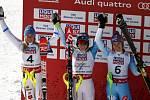 Medailistky ze slalomu: zleva stříbrná Frida Hansdotterová, vítězka Mikaela Shiffrinová a bronzová Šárka Strachová.