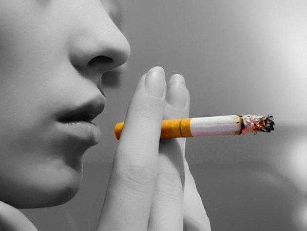 Navzdory celosvětové kuřácké kampani dvě pětiny mužů v rozvojových zemích kouří a ženy propadají tabáku ve stále mladším věku.