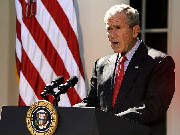 Americký prezident George Bush uvítal schválení 700 miliard dolarů na zvládání současné finanční a bankovní krize. Poté, co návrh prošel americkým Kongresem, Bush vystoupil v Růžové zahradě a slíbil, že zákon podepíše hned, jak jej z Kongresu dostane.