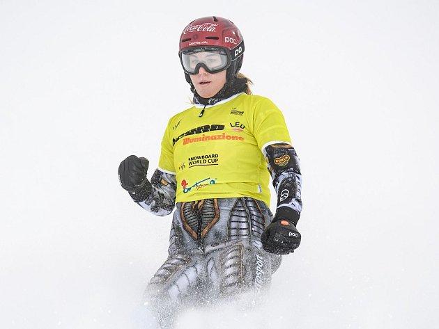 Ester Ledecká při triumfu v Cortině