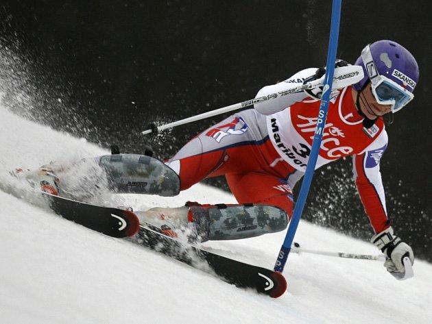 Šárka Záhrobská projíždí jednou z branek nedělního slalomu ve slovinském Mariboru.