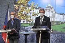 Ministr zdravotnictví Jan Blatný (vlevo) a místopředseda vlády, ministr dopravy a ministr průmyslu a obchodu Karel Havlíček (oba za ANO).