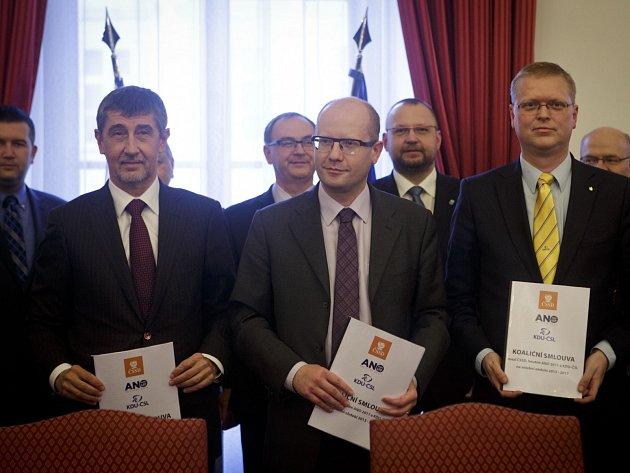 Podpis koaliční smlouvy 6. ledna v Praze.
