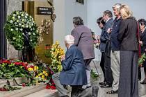 Lidé se přišli rozloučit 27. května do strašnického krematoria v Praze s malířem Adolfem Bornem.