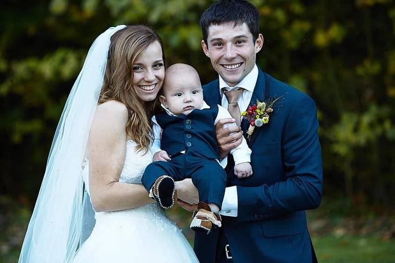 Svatební fotka z roku 2019: Jiří a Tereza Prskavcovi (a malý Jiřík)
