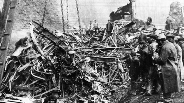 Rozdrcené vagóny po vlakové katastrofě u Saint-Michel-de-Maurienne