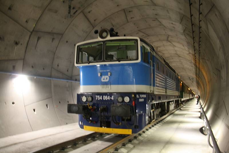 Vlak v Ejpovickém tunelu