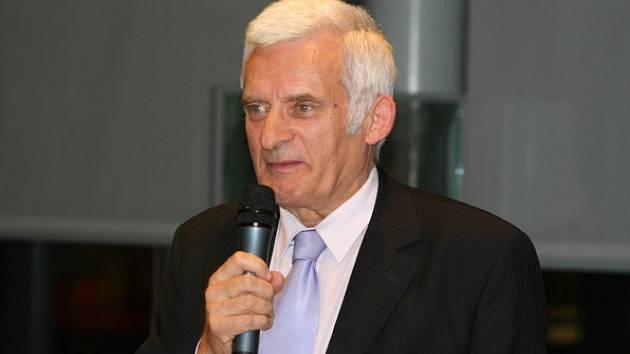 Europarlamentu by měl od příštího roku předsedat polský expremiér Jerzy Buzek.