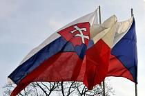 Česká a slovenská vlajka. Ilustrační foto
