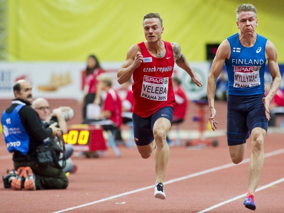 Sprinter Jan Veleba (vlevo) si zajistil semifinále běhu na 60 metrů.