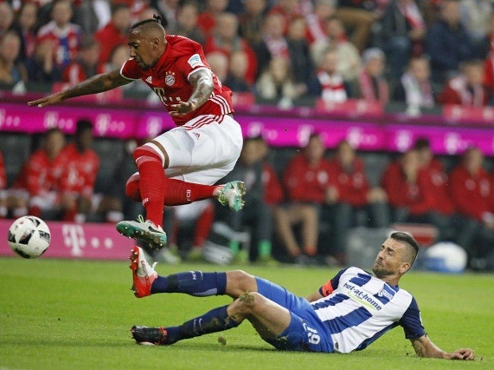 Jérome Boateng z Bayernu Mnichov (vlevo).