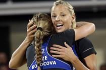 Beachvolejbalistky Markéta Sluková (vpravo) a Kristýna Kolocová ve čtvrtfinále olympijských her v Londýně.