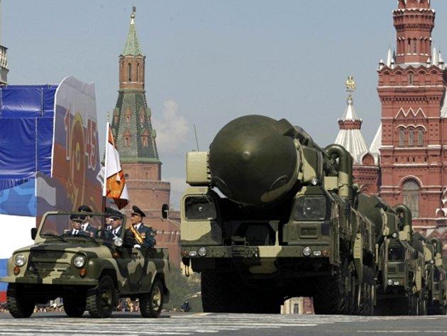 Rusko si již nemůže dovolit ambiciózní program modernizace ozbrojených sil, řekl ruský ministr financí Anton Siluanov.