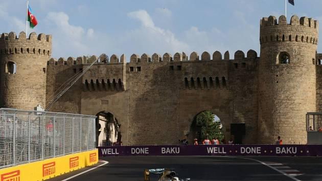 Lewis Hamilton na trati Velké ceny v Baku