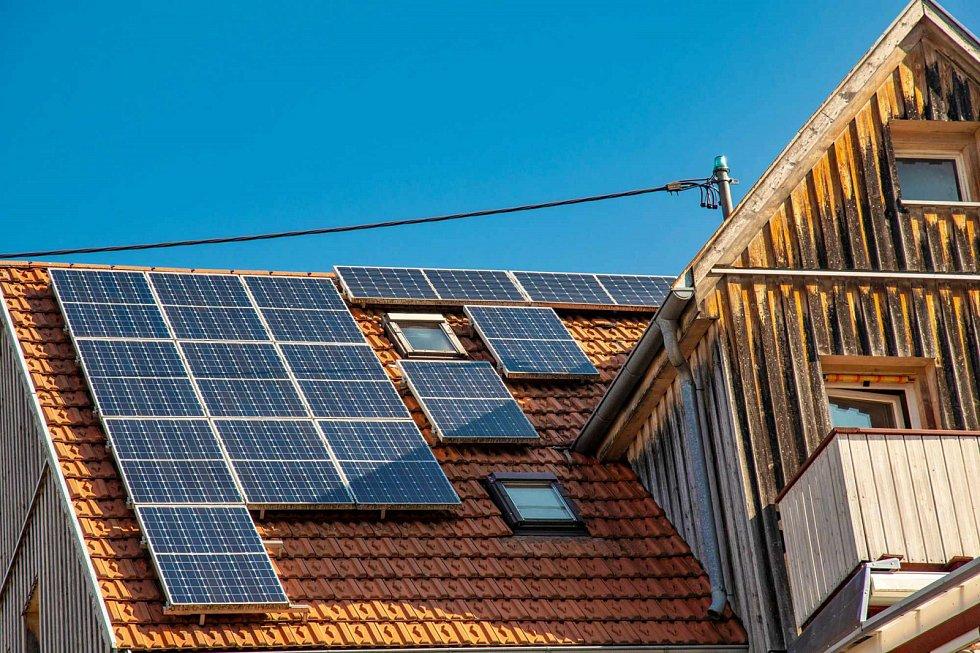 Solarní panely na střeše