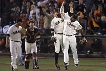 Hráči San Francisca Giants se radují ze srovnání série ve finále MLB