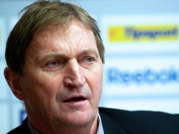 Trenér hokejové reprezentace Alois Hadamczik oznámil jména 25 vyvolených pro olympijský turnaj v Soči.