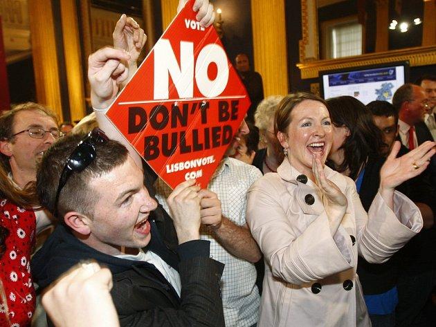 Odpůrci Lisabonské smlouvy slaví vítězství v Dublinu