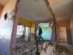 Izraelská armáda dnes zbourala dům patřící Palestinci, který v lednu zaútočil nožem v židovské osadě na okupovaném Západním břehu Jordánu.