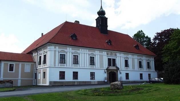 Muzeum řemesel v Konici mapuje historii víc než dvou desítek řemesel, která v tomto kraji fungovala, se může pochlubit největší sbírkou seker v Česku. Nová stálá expozice vznikla ve zdejším zámku vloni a zatím čítá přes 250 exponátů.
