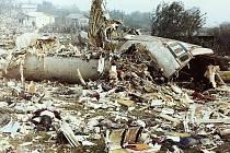 Suchdol, 30. října 1975. Letadlo se roztříštilo po nárazu do svahu v suchdolské chatové a zahrádkářské kolonii
