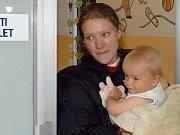 Malý Liborek strávil letošní Vánoce s rodiči v malém bytě v Ostravě-Zábřehu. Není tomu přitom tak dávno, co všichni tři žili pod stanem u řeky Ostravice.
