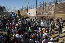 Středoameričtí migranti na americko-mexické hranici