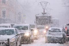 Moskva bojuje s hustým sněžením a větrem