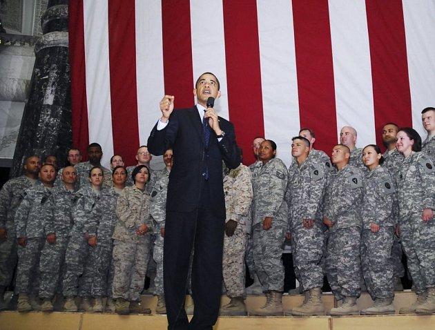 Americký prezident Barack Obama v úterý při návštěvě Bagdádu ujistil iráckého premiéra Núrího Málikího, že si Spojené státy nečiní žádné nároky na irácké území ani na surovinové zdroje a že odchod amerických jednotek z Iráku se uskuteční v dohodnuté době.