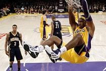 Dwight Howard z Lakers předvedl několik fantastických kousků.