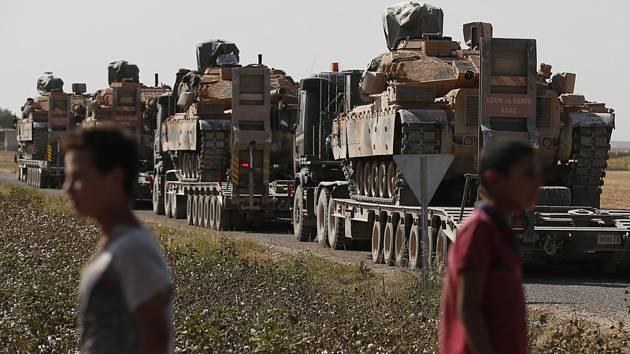 Konvoj vozidel turecké armády v Sýrie.