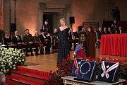 Slavnostní ceremoniál udílení státních vyznamenání. Pěvkyně Eva Urbanová.