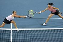 Tenistky Barbora Strýcová (vlevo) z ČR a Sie Šu-wej z Tchaj-wanu ve finále ženské čtyřhry na Australian Open.