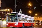 "Vánoční ""retrobus"" v roce 2019 v Praze."