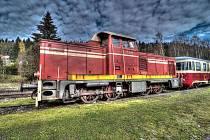 Ozubnicová trať Tanvald – Harrachov. Jediná ozubnicová železniční trať vrepublice je zároveň nejstrmější tratí u nás. Proto je pro provoz vlaků nutný ozubený pás mezi kolejemi, do kterého zapadá zubené kolo lokomotivy.
