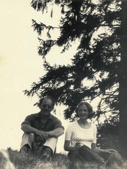 Manželé Miloslav Kabelka a Jiřina Čechová v roce 1976. Do roku 1975 byl pro Jiřinu Miloslav Kabelka pouze známý. Díky němu získala práci jako účetní. Krátce na to se vzali a narodil se jim syn.