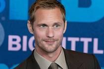 Alexander Skarsgård se proslasvil díky seriálu Pravá krev či Sedmilhářky.