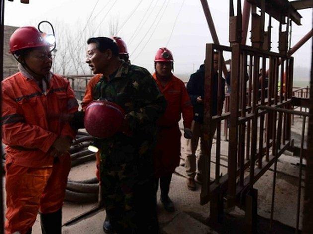 Devatenáct horníků se pohřešuje v Číně poté, co se ve východočínské provincii Šan-tung dnes propadl důl na těžbu sádrovce.