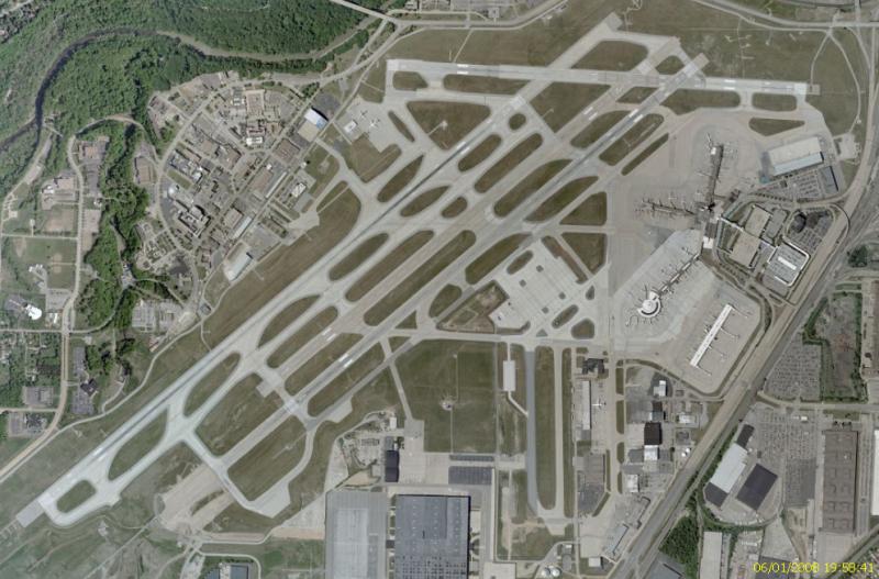 Hopkinsovo mezinárodní letiště na leteckém záběru NASA