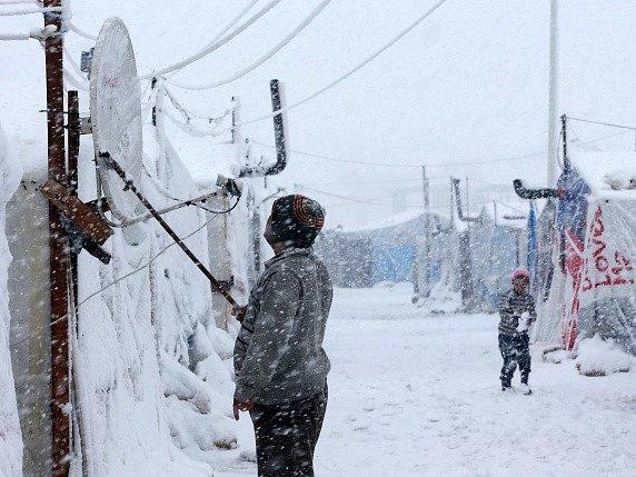 Libanon zasypal sníh. Na snímku uprchlický tábor v Deir Zannoun.