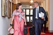 Ministryně financí Alena Schillerová (za ANO) a premiér Andrej Babiš (ANO)