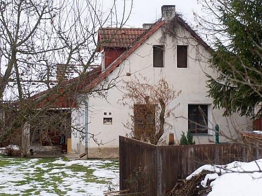Dům v jihočeské obci Dubenec, kde žil manželský pár lupičů, který 10. prosince zastřelila německá policie při pokusu o přepadení banky v Karlsruhe.