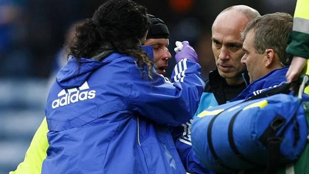 Gólman Chelsea Petr Čech si v zápase proti Blackburnu zlomil noc.
