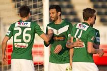 Fotbalisté Jablonce (zleva) Lukáš Třešňák, Daniel Rossi a Jan Kopic se radují z gólu proti Mladé Boleslavi.